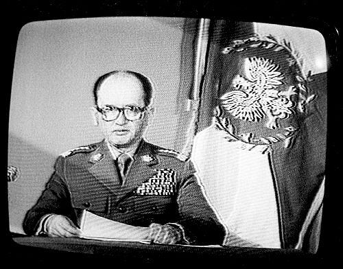13 grudnia 1981 r. telewizja na okrągło nadawała przemówienie gen. Wojciecha Jaruzelskiego ogłaszającego stan wojenny