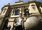 M�odzi naukowcy: profesor agent nie powinien traci� pracy