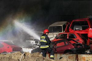 Spłonęło 50 złomowanych samochodów