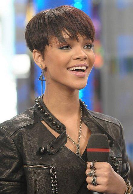 http://bi.gazeta.pl/im/9/5421/z5421949Q,Rihanna-fot--Fot--Evan-Agostini-AP.jpg