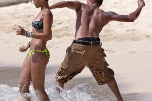 Rihanna i Chris Brown zap�ac� milion dolar�w za napa��