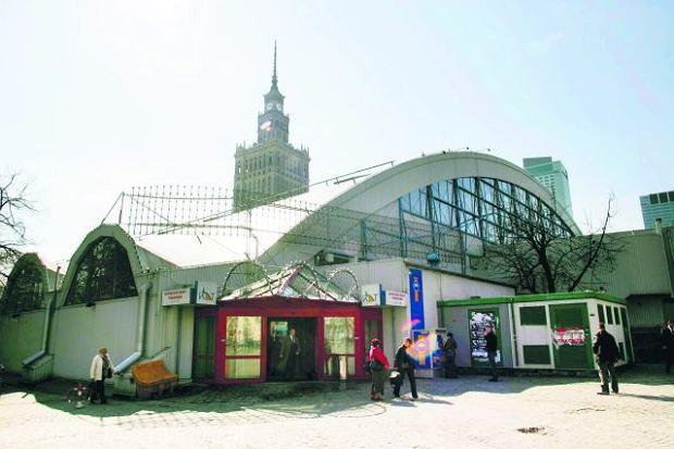 Ohydny blaszak KDT zniknie z Placu Defilad