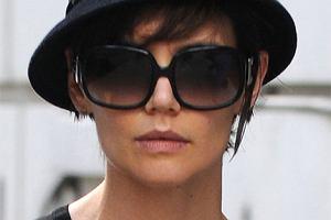 Katie Holmes w kapeluszu za 600 zł!