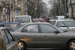 Z�odzieje aut wracaj� z saks�w. Warszawska policja notuje wi�cej kradzie�y