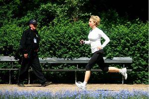 Czy zakaza� biegania w �azienkach?