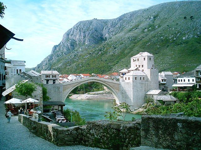 Odbudowany most w Mostarze
