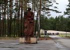 Barak Sonderkommando był położony na wschód od pomnika pamięci ofiar obozu w Sobiborze.