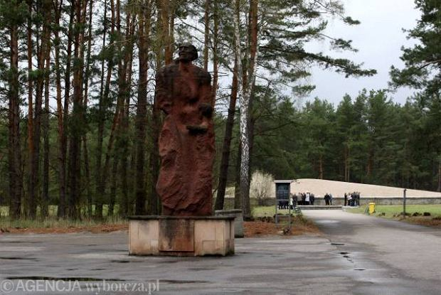 Barak Sonderkommando by� po�o�ony na wsch�d od pomnika pami�ci ofiar obozu w Sobiborze.