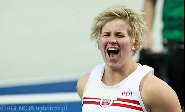 Anita Wlodarczyk, primera mujer que supera los 80 metros (81,08)