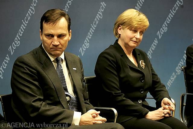 Anna Fotyga i Radosław Sikorski podczas debaty na Uniwersytecie Warszawskim