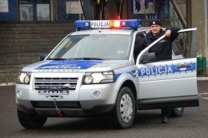 Polska policja w Land Roverach