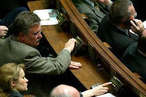 """Prokuratura chce kary więzienia za głosowanie """"na cztery ręce"""""""