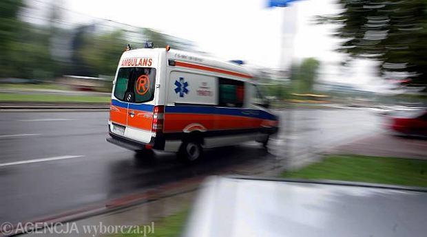 18-latek pr�bowa� przygotowa� petard�. Powa�nie ranny trafi� do szpitala