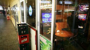 Automat do gry w przejściu podziemnym przy Dworcu Zachodnim