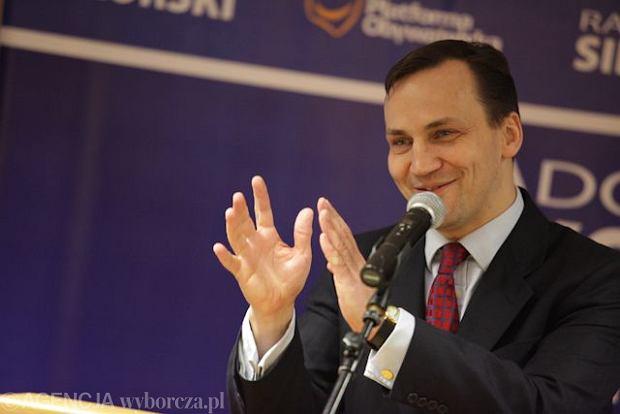Jan Kobyla�ski pozwa� ministra Sikorskiego