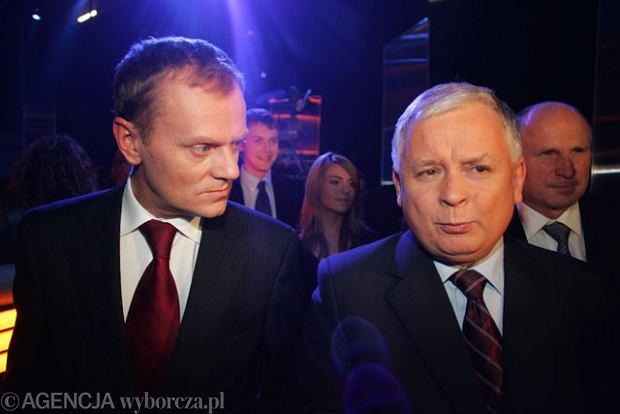 Donald Tusk i Lech Kaczyński podczas debaty wyborczej przed wyborami w roku 2005