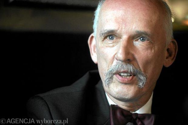 Janusz Korwin-Mikke  ( paczka książek )