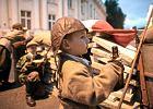 Apel do rekonstruktor�w: zabierzcie dzieci z barykad