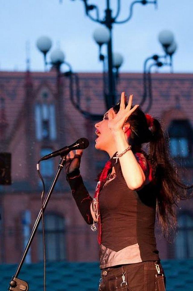 Wielka Metamorfoza Anji Orthodox. Zdjęcie z 2008 roku i z 24 lipca 2010.