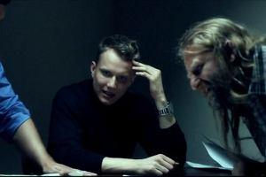 Print Screen z nowego klipu Mroza Wait Up.