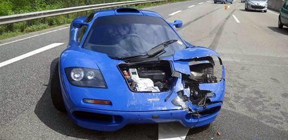 rozbity McLaren F1