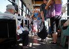 Osoby starsze w autobusie