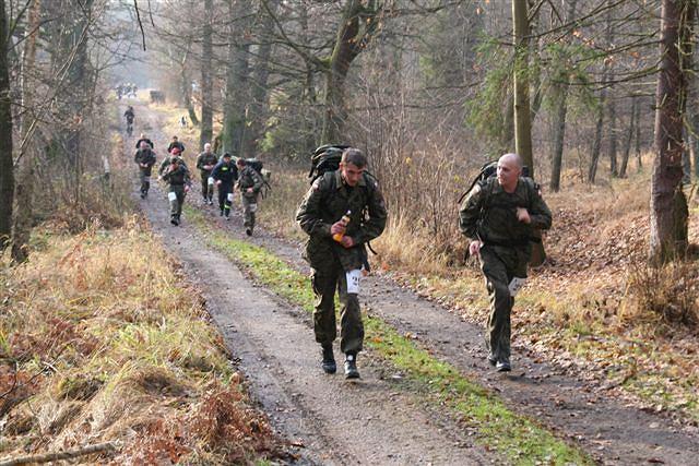 http://bi.gazeta.pl/im/9/8667/z8667959V,W-tegorocznym-Maratonie-Komandosa-pobiegnie-304-umundurowanych.jpg