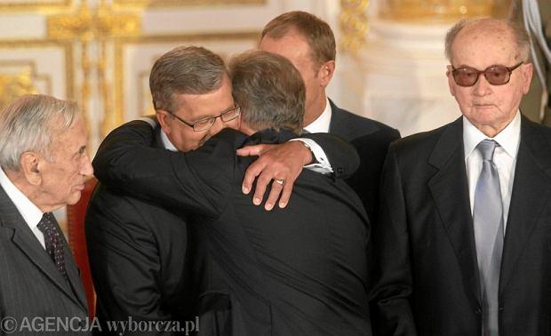 http://bi.gazeta.pl/im/9/8709/z8709509Q,General-Wojciech-Jaruzelski-pierwszy-z-prawej-.jpg