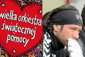 Radosław Majdan przekazał piłkę z autografami i koszulkę na rzecz WOŚP