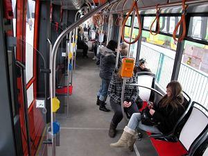 http://bi.gazeta.pl/im/9/9025/z9025189M,Nowy-tramwaj-Solaris-Tramino-w-Poznaniu.jpg