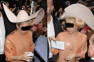 Lady Gaga najpierw przyszła na wielką galę w sukience z surowego mięsa, a ostatnio na rozdanie nagród Grammy została wniesiona w jajku. Skandal to jej drugie imię. Lady Gaga na nagranie porannego programu Good Morning America przyjechała przebrana w prezerwatywę. A na czole dokleiła sobie rogi. Skąd pomysł na stylizację? W programie został poruszony temat bezpiecznego seksu.