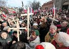 T�umy ludzi na Krakowskim Przedmie�ciu - 10 kwietnia 2011 r.