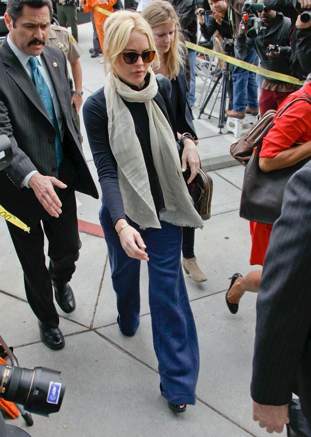 April 22, 2011: Lindsay Lohan arriving in court for preliminary hearing in Los Angeles, CA.  Credit :Ramon /AKM Images   Contact: thaissa.voigt@akmimages.net     424.237.2908 *** Local Caption ***  Lindsay Lohan