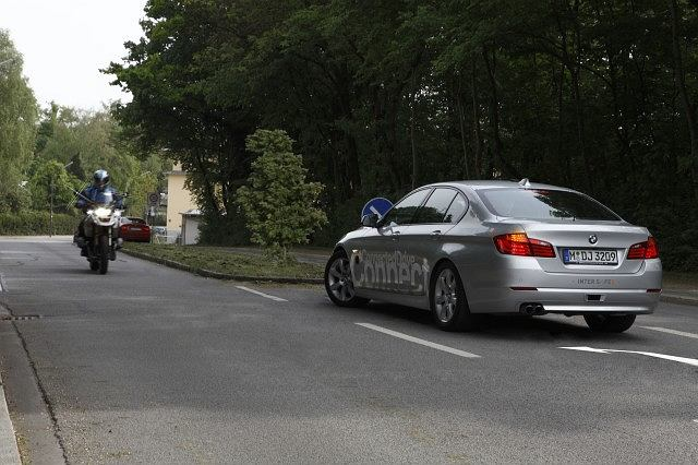 BMW opracowało asystenta skrętu w lewo