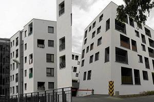 Mieszkaniowe bliźniaki z Woli i Pragi