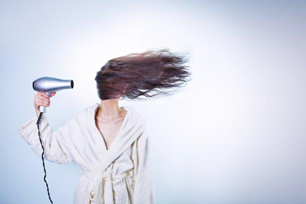Jak często myjesz włosy, aby wyglądały świeżo? (fot. Pexels.com CC0)