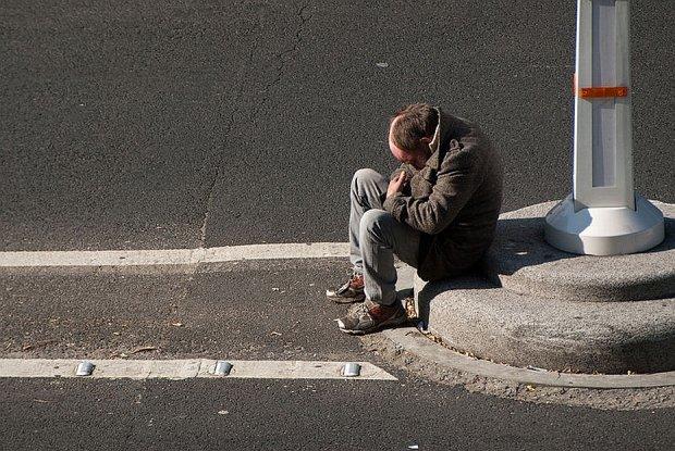 Przełomowa decyzja sądu: Kradzież jedzenia przez bezdomnego nie jest przestępstwem
