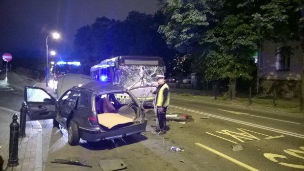Wieczorny wypadek autobusu na ul. Pieni�nego [FOTO]