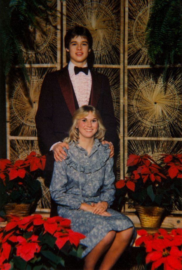??BAUER-GRIFFIN.COM FOR USA SALES: Contact Randy Bauer (310) 910-1113 bauergriffinsales@gmail.com FOR UK SALES: Contact Caroline 44 207 431 1598 MUST BYLINE: EROTEME.CO.UK Pictures of a young Brad pitt and his Prom date Tonya Westphalen. Brad dated Tonya regularly. Also a later picure of her (05). Job# 130502FG2 May 2013 Exclusive www.bauergriffin.com www.bauergriffinonline.com