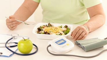 Jak obniżyć ciśnienie? Zmień dietę