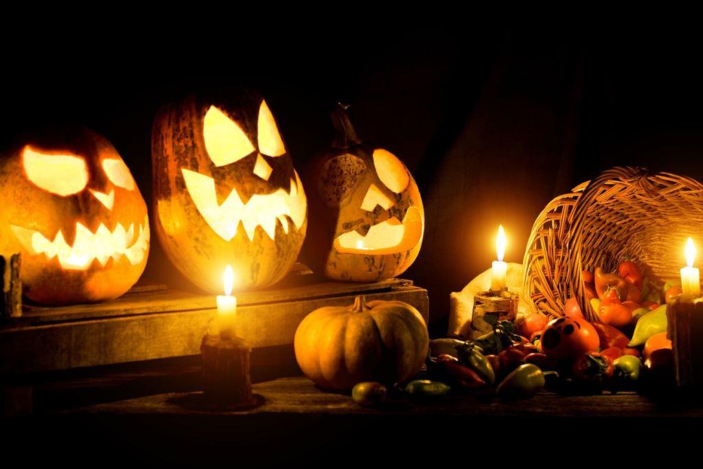 Halloween kojarzy się głównie ze strachami, ale ozdoby na Halloween to nie tylko przerażające lampiony z dyni.