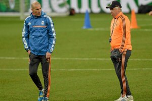Zinedine Zidane mo�e powr�ci� na �awk� trenersk�