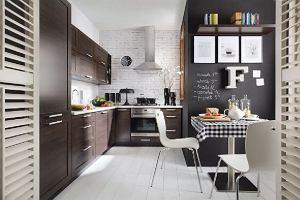 Farba tablicowa w kuchni. Jak zastosowa� farb� tablicow�?