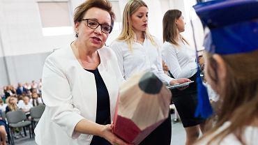 Minister edukacji w rządzie PiS Anna Zalewska uświetnia swoja osobą rozpoczęcie roku szkolnego. Lutynia, 3 września 2018