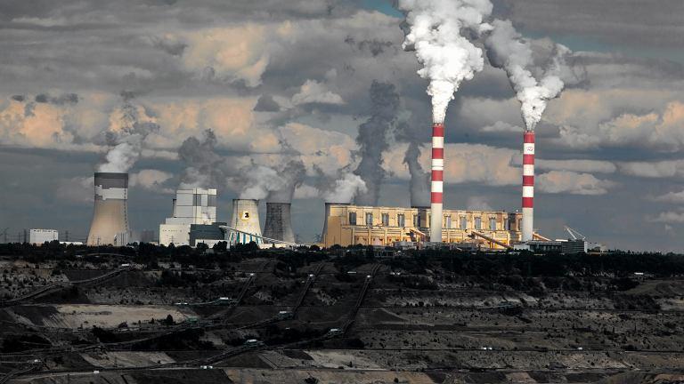 Kleszczów. Największa w Europie elektrociepłownia wytwarzająca prąd z wydobywanego na miejscu węgla brunatnego.
