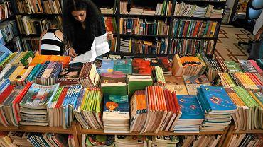 Podręczniki dla pierwszoklasistów będą bezpłatne, bo ? zdaniem resortu edukacji ? dotychczas książki były zbyt drogie