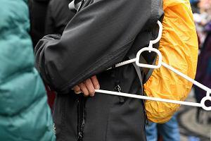 W niedzielę zawieszą wieszaki przed lokalną siedzibą PiS-u