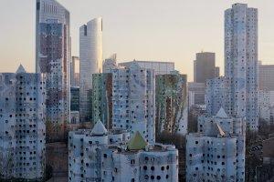 Tajemnicze blokowiska Paryża, jak z filmów science-fiction. Fotograf wyciągnął je z niebytu
