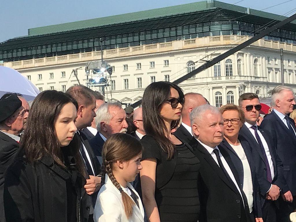 Marta Kaczyńska z córkami na odsłonięciu pomnika smoleńskiego
