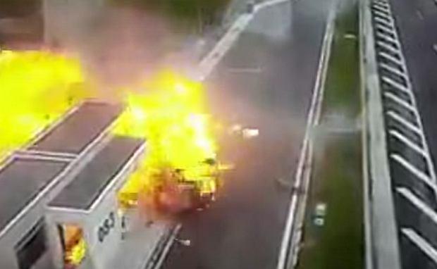 Rozpędzone porsche wbija się w inne auto i uderza w budynek. Tragedia na autostradzie w Grecji